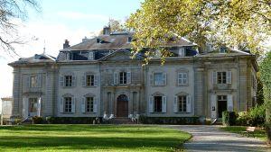 1200px-Château_de_Voltaire_à_Ferney_3