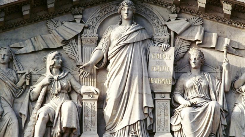 fronton-statue-de-la-republique